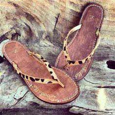 Stylish Womens Flip-Flops - Leopard