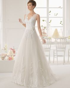 Chic A-line Straps Sweep/Brush Train Sashes Applique Flower Lace 2015 Wedding Dress
