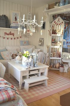 Decorate Your Home with Shabby Chic Shabby Chic Porch, Shabby Chic Living Room, Shabby Chic Interiors, Shabby Chic Kitchen, Shabby Chic Homes, Shabby Chic Furniture, Shabby Chic Decor, Estilo Shabby Chic, Shabby Chic Style