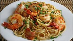 Shrimp Carbonara - Sometimes you just don't have the time or energy to make dinner, but you still want something tasty. You can always turn to this sweet and simple carbonara pasta. Shrimp Pasta Dishes, Shrimp Pasta Recipes, Seafood Dishes, Seafood Recipes, Cooking Recipes, Healthy Recipes, Seafood Pasta, Wok, Shrimp Carbonara