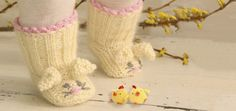 DROPS Easter Workshop We have collected many cute and fun Easter patterns in this year's Easter Workshop. Enjoy with your friends while waiting for DROPS Easter Calendar 2013 - the first door can be opened March Knitting Patterns Free, Knit Patterns, Free Knitting, Baby Knitting, Crochet Baby, Free Pattern, Easter Calendar, Time To Celebrate, Drops Design