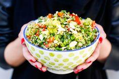 """Reteta asta s-ar putea numi la fel de bine """"salata quinoa cu ce-gasesti-prin-frigider"""", dar in cazul de fata asa s-a nimerit. E un fel light & healty si rapid, pe care l-am pregatit pentru colegele mele de la studio. Ceea ce va doresc si voua (also, feel free sa adaptati reteta in functie de ce …"""