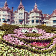 The Disneyland Hotel, Disneyland Paris. There's a Disneyland in Paris? Disney Resorts, Disney Vacations, Disney Parks, Dream Vacations, Walt Disney World, Disneyland Paris, Disney Love, Disney Magic, Eurodisney Paris