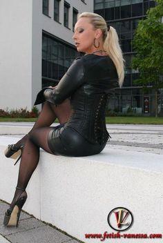 Госпожа на высоких каблуках видео