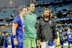 Está foto es para enmarcarla Alessandro Del Piero, Gianluigi Buffon y Andrea Pirlo. #LeyendasMundiales pic.twitter.com/UNmZhKZQB2