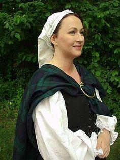 Woman in arisaid wearing kertch, Scotland Scottish People, Scottish Women, Scottish Fashion, Traditional Scottish Clothing, Traditional Dresses, Historical Costume, Historical Clothing, Arisaid, Great Kilt
