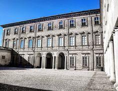 Palazzo Occidentale Villa Litta #villa #litta #lainate #milanodavedere #villestoriche #milano #instafollow #instagood #instalike #lombardia #vivolombardia #vivo_lombardia #greatcaptures #italia #italy #italygram #greatcaptures_italia #bn #bnw_life #blackandwhite #biancoenero #architettura #architecture by 1_v_a_n__