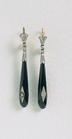 Pendientes, 1910. Platino, ónice y diamantes