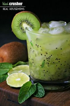 KIWI CRUSHER is a light and refreshing cocktail that's busting with vitamin C! Healthy Cocktails, Refreshing Cocktails, Summer Cocktails, Cocktail Drinks, Detox Drinks, Craft Cocktails, Party Drinks, Fun Drinks, Alcoholic Drinks
