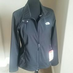 North Face Calentito 2 Outdoor Jacket Women's active fit outdoor jacket. Great for the winter and great for layering!! North Face Jackets & Coats