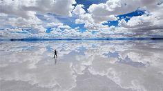 04 Şubat 2010'da Bolivya- SALAR DE UYUNİ ( dünyanın en büyük tuz havzası). Şubat ayında yağmur mevsimine bağlı olarak böyle inanılmaz görüntüler alıyor. --Resim: Bolivia (© Kazuyoshi Nomachi/Corbis)
