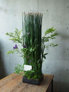 Ikebana, Vertical Garden Plants, Corporate Flowers, Flower Decorations, Flower Designs, Flower Art, Floral Arrangements, Art Decor, Floral Design