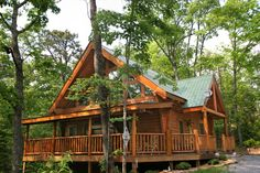 Country Livin' -- Beautiful 2 bedroom log cabin with everything you need for a great Smoky Mountain Getaway!
