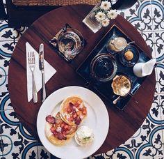 9 quán cafe nền gạch hoa cực nghệ ở Sài Gòn mà bạn nên ghé qua... chụp hình - Ảnh 7. Parrot Flying, Outdoor Cafe, Coffee Shop Design, Food Illustrations, Breakfast, Restaurant, Blue Prints, Morning Coffee