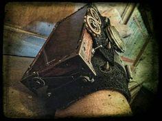 Guarda questo articolo nel mio negozio Etsy https://www.etsy.com/it/listing/464340615/porta-cellulare-da-polso-steampunk