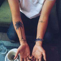 Best ideas for small palm tree tattoo ankle scripts Tattoos Masculinas, Hawaiianisches Tattoo, Bild Tattoos, Piercing Tattoo, Forearm Tattoos, Small Tattoos, Tatoos, Palm Tree Tattoo Ankle, Tree Tattoo Arm