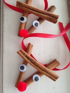 These cinnamon stick reindeer ornaments are easy to make and give as gift for the holidays. Christmas treat for kids. These cinnamon stick reindeer ornaments are easy to make and give as gift for the holidays. Christmas treat for kids. Kids Crafts, Toddler Crafts, Craft Stick Crafts, Craft Gifts, Easy Crafts, Craft Ideas, Diy Gifts, Easy Diy, Paper Crafts