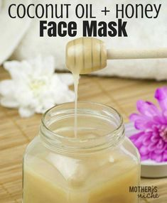 A very effective face mask with coconut oil and honey #BestFaceSerum Homemade Facial Mask, Homemade Facials, Homemade Skin Care, Homemade Moisturizer, Homemade Beauty, Honey Face Mask, Diy Face Mask, Honey Masks, Mascarilla Diy