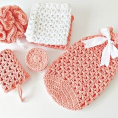 El set de spa a crochet que te va a enamorar - Handwork Diy Love Crochet, Crochet Gifts, Crochet Diy, Crochet Bags, Basic Crochet Stitches, Crochet Patterns, Patron Crochet, Spa Gifts, Crochet Beanie