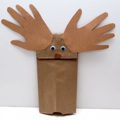 Moose puppet Activities for it you give a moose a muffin by laura numeroff. Students could make this craft then fill in a sentence stem about how many muffins their moose has. Preschool Books, Preschool Classroom, Classroom Activities, Book Activities, Toddler Activities, Preschool Activities, Preschool Winter, Preschool Learning, Classroom Ideas