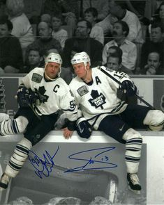 Autograph Authentic Doug Gilmour & Mats Sundin Toronto Maple Leafs Dual Signed Spotlight 16 x 20 in. Maple Leafs Hockey, Hockey Pictures, Pittsburgh Penguins Hockey, Sports Wallpapers, National Hockey League, Toronto Maple Leafs, Hockey Players, Ice Hockey, Nhl
