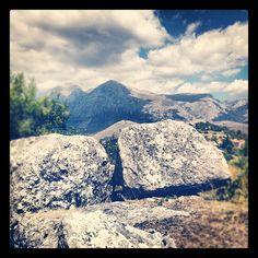 Vista del monte Velino... D'estate è blu come i capelli delle fate, d'inverno si vela di bianco... #abruzzo
