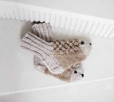 Knitting Socks, Fingerless Gloves, Arm Warmers, Mittens, Knitting Patterns, Crafts, Accessories, Craft Ideas, Slipper