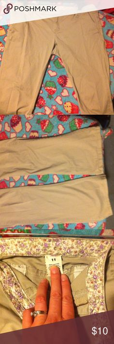Khaki pants size 11 Khaki pants size 11 great condition Pants Boot Cut & Flare