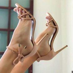 World of high heels Hot Heels, Sexy Sandals, Beautiful High Heels, Gorgeous Feet, Lovely Legs, Stilettos, Girl Soles, Barefoot Girls, Sexy Toes