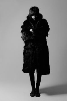 Ritorni cool: i Kasabian - Glamour. Music Icon, My Music, Save Rock And Roll, Famous Men, Sexy Men, Sexy Guys, People Around The World, Fur Coat, Menswear