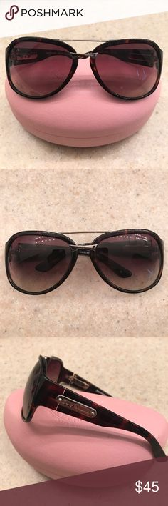 ❣️JUICY COUTURE AVIATOR SUNGLASS❣️ ❣️JUICY COUTURE AVIATOR SUNGLASS❣️EXCELLENT CONDITION❣️CUTE AND SASSY😎❣️10% OFF WHEN YOU BUNDLE❣️ Juicy Couture Accessories Sunglasses