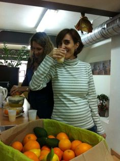 Cristina drinking a vitamin-rich and freshly-squeezed orange juice! #timeforjuic#coworking #graciaworkcenter