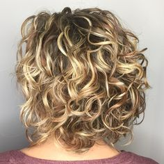 20 Hairstyles for Thin Curly Hair That Look Simply Amazing Medium Shaggy Curly Cut With Highlights Curly Hair Styles, Haircuts For Curly Hair, Medium Hair Styles, Natural Hair Styles, Bob Haircuts, Hair Medium, Modern Haircuts, Medium Curly Bob, Layered Haircuts