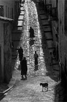 The light hitting the bricks gives good detail while everything else is shadowed Werner Bischof - Peru, Cuzco, 1954 From Magnum Photos Magnum Photos, Black And White People, Black N White Images, Street Photography, Art Photography, Paris Match, Photo D Art, Photographer Portfolio, Great Photographers