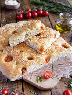 Focaccia aux tomates cerises, parmesan et romarin Parmesan, Quiche, Pizza, Bread, Vegan, Cooking, Ethnic Recipes, Food, Sauces
