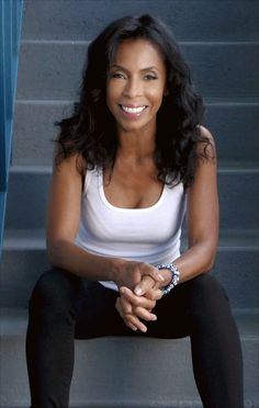 Actress, choreographer, model... there are numerous professions in which Khandi Alexander did well. Read the post to know it all in detail.