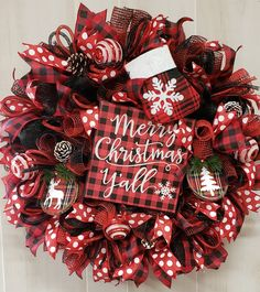 38 Festive Rustic Farmhouse Christmas Decor Ideas to Make Your Season Both Merry and Bright - The Trending House Christmas Mesh Wreaths, Diy Christmas Ornaments, Holiday Crafts, Christmas Decorations, Winter Wreaths, Christmas Displays, Spring Wreaths, Plaid Christmas, Summer Wreath