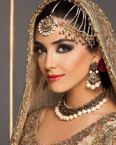 Pakistani Tv actress #MayaAli rocking the traditional look for her latest…