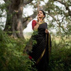 Check out how to wear sarees with mistmatched contrasting blouses! Blouse Back Neck Designs, Silk Saree Blouse Designs, Designer Silk Sarees, Designer Dresses, Tulsi Silks, Kanjivaram Sarees Silk, Bridal Silk Saree, South Indian Sarees, Saree Photoshoot