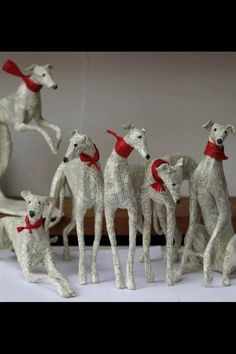 Бумажные скульптуры Lorraine Corrigan (With images) Paper Mache Sculpture, Dog Sculpture, Animal Sculptures, Greyhound Kunst, Greyhound Breed, Whippet Dog, Paper Toy, Grey Hound Dog, Kirigami