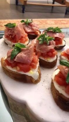Canapes Recipes, Appetizer Recipes, Canapes Ideas, Easy Canapes, Food Platters, Food Dishes, Fancy Appetizers, Good Food, Yummy Food