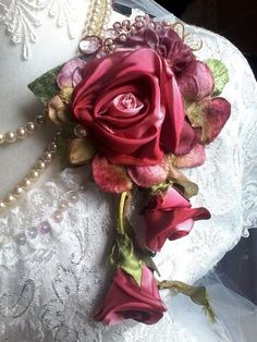 Wonderful Photo Ribbon Rose pin Suggestions Buttercream lace flowers are a simple manner to produce a person's truffles along with cupcakes se Shabby Flowers, Lace Flowers, Flower Petals, Fabric Flowers, Cloth Flowers, Vintage Flowers, Ribbon Art, Ribbon Rose, Silk Ribbon