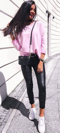 casual style perfection / pink sweatshirt + bag + leather skinnies + sneakers