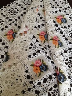 rancho styling crocheted over linen tablecloth Crochet Fabric, Crochet Tablecloth, Linen Tablecloth, Crochet Home, Crochet Applique Patterns Free, Doily Patterns, Free Pattern, Diy And Crafts, Cross Stitch