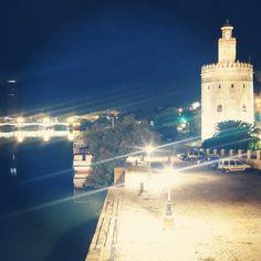 Buenas noches a todos desde la preciosa #Sevilla By crimenesmoda
