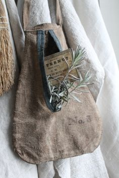Etsy の Primitive Pocket Huswif by Linen Bag, Fabric Bags, Bag Making, Purses And Bags, Cheap Purses, Cheap Handbags, Primitive, Reusable Tote Bags, Sewing