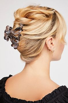 Hair Accessories for Women Creative Hairstyles, Easy Hairstyles, Banana Clip Hairstyles, Claw Hair Clips, Claw Clip, Hair Ribbons, Hair Accessories For Women, Claws, Your Hair