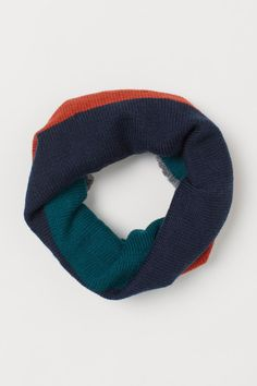 Cable-knit tube scarf - Red/Block-coloured - Kids | H&M GB Tube Scarf, H&m Gifts, Hello Autumn, Fashion Company, World Of Fashion, Cable Knit, Style Guides, Color Blocking, Personal Style