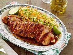 Mausta porsaanfilee thaimaalaisittain! Thai-glaseeratun porsaanfileen kastikkeessa on muun muassa makeaa chilikastiketta ja seesamiöljyä. Tarjoa filee...