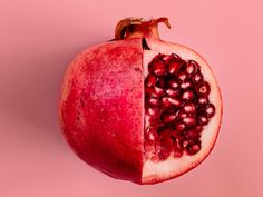 20 Health Benefits Of Pomegranate Juice 20 Health Benefits Of Pomegranate Juice <br> Pomegranate juice has many medicinal properties. It is naturally sweet & loaded with antioxidants. Read on to know the amazing benefits of pomegranate juice Pomegranate For Skin, Pomegranate Seeds, Kitchenaid, Wallpaper Bonitos, Party Mottos, C'est Bon, Fruits And Vegetables, Health Benefits, Women's Health